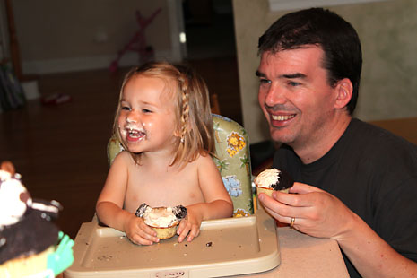 birthday-cupcakes-with-daddy.jpg