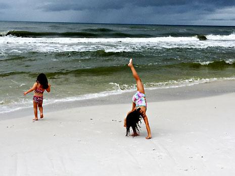 fall-beach-girls.jpg