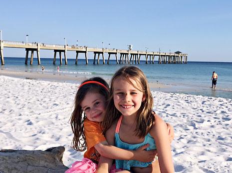 beach sister hug